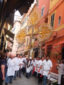 Processione nei vicoli a Varazze